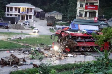 Vụ tai nạn giao thông nghiêm trọng ở Hòa Bình: Phó Thủ tướng chỉ đạo khắc phục hậu quả