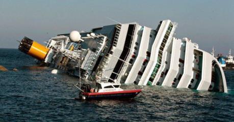 Lật tàu khách ngoài khơi Indonesia, nhiều người thiệt mạng và mất tích