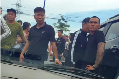 Đình chỉ 2 cán bộ liên quan vụ chặn xe ô tô chở Công an Đồng Nai
