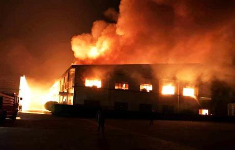 Số nạn nhân trong vụ cháy xưởng diêm tại Indonesia đã lên 30