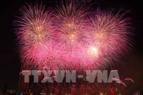 Đội Anh và Trung Quốc tranh tài trong đêm thi thứ 4 Lễ hội pháo hoa Quốc tế Đà Nẵng