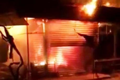Cháy lớn trong đêm, thiêu rụi 12 ki-ốt