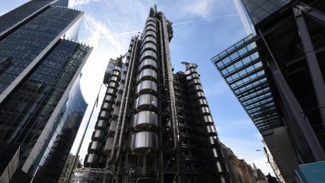 Chống rửa tiền, Tập đoàn Ngân hàng Lloyds đóng băng 8.000 tài khoản