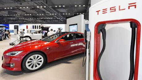 Mỹ miễn trừ 10% thuế nhôm nhập khẩu cho Tesla