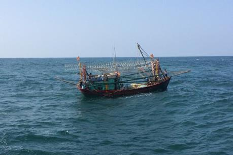 Cứu hộ tàu cá Bình Định bị phá nước