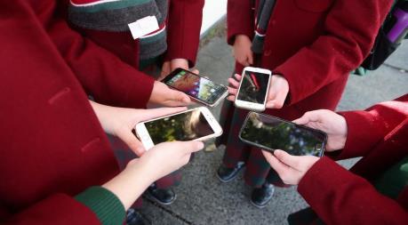 Australia: Bang Victoria cấm sử dụng điện thoại di động ở trường học
