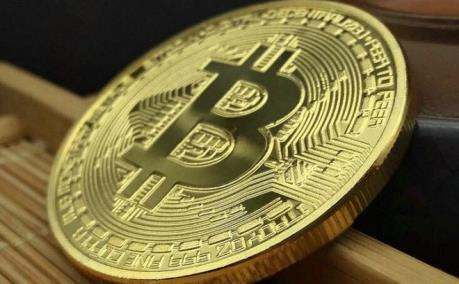 Giá Bitcoin chạm đỉnh trong 18 tháng qua