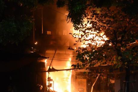 Cháy lớn thiêu rụi quán cơm do bình gas bị xì