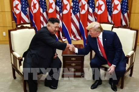 Tổng thống Mỹ Donald Trump và Chủ tịch Triều Tiên Kim Jong-un gặp nhau tại khu phi quân sự