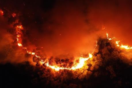 Hơn 500 người nỗ lực dập tắt đám cháy rừng tại Quảng Bình