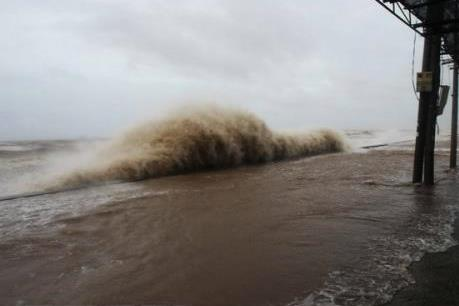 Áp thấp nhiệt đới gần biển Đông mạnh lên thành bão