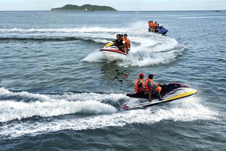 Nghệ An: Chấn chỉnh hoạt động dịch vụ mô tô nước ở bãi biển Cửa Lò
