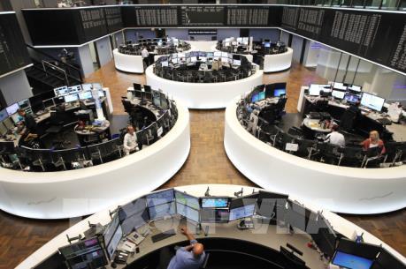 Các thị trường chứng khoán thế giới diễn biến trái chiều