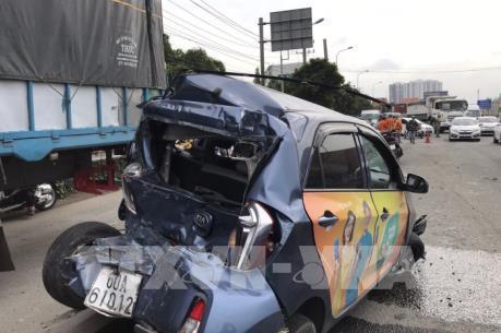 Xe khách bất ngờ mất lái gây tai nạn liên hoàn