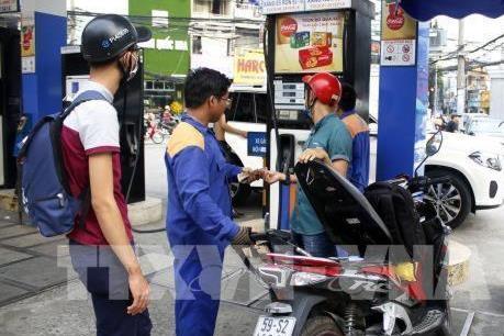 Giá xăng tiếp tục giảm nhẹ
