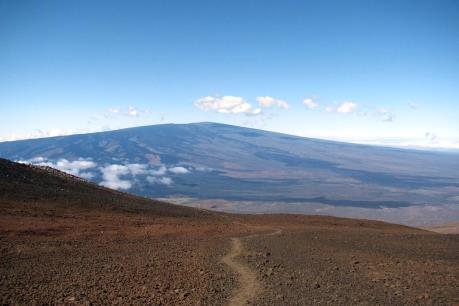 Hawaii tăng mức cảnh báo đối với núi lửa Mauna Loa