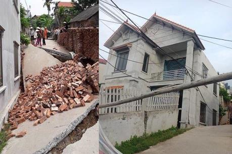 Sụt đường làm nghiêng nhà 2 tầng tại Hà Nội
