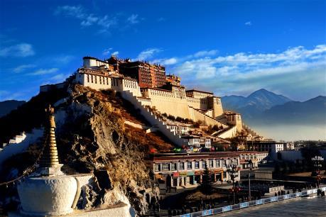 Thủ phủ Lhasa của Tây Tạng (Trung Quốc) lần đầu đón mùa Hè