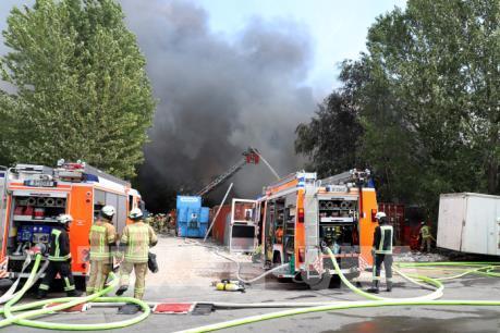 Dập tắt đám cháy tại Trung tâm Thương mại Đồng Xuân của người Việt ở Berlin