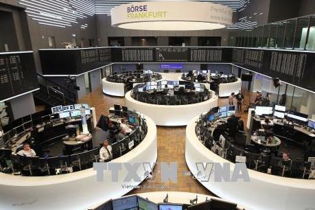 PBoC hạ lãi suất, chứng khoán thế giới tiến sát mốc kỷ lục