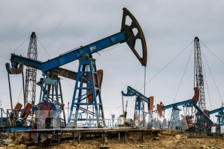 Giá dầu châu Á giảm do lo ngại về cuộc chiến thương mại Mỹ-Trung