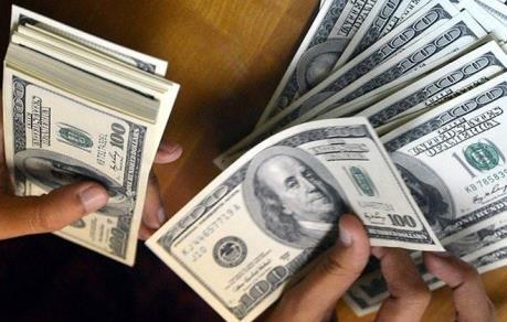Vay tiêu dùng của Mỹ tăng 5% trong tháng Năm