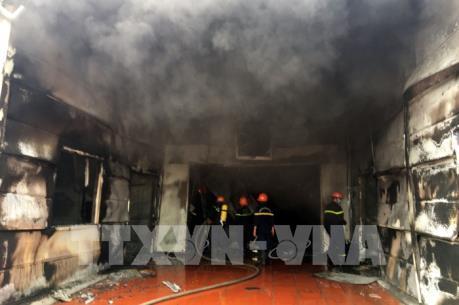 Cháy lớn tại Công ty Dược phẩm Syntech
