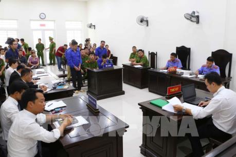 """Hoãn phiên tòa xét xử Hưng """"kính"""" cùng đồng phạm cưỡng đoạt tài sản tại chợ Long Biên"""