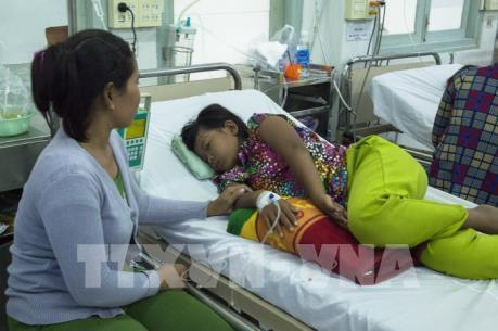 Dịch sốt xuất huyết gia tăng, trẻ con, người lớn ồ ạt nhập viện