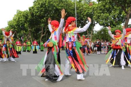 Sôi động hoạt động đi bộ vì hòa bình và lễ hội đường phố