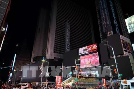 Mất điện diện rộng ở New York, hệ thống tàu ngầm chìm trong bóng tối