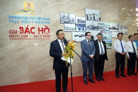 """Triển lãm ảnh """"60 năm ngành Dầu khí Việt Nam thực hiện ý nguyện của Bác Hồ"""""""
