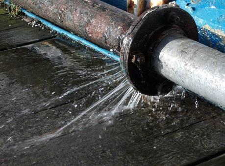 Nước sạch được cấp trở lại cho nhiều quận, huyện phía Tây Thủ đô sau sự cố