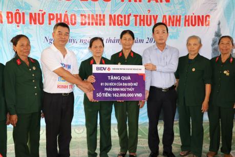 BNEWS/TTXVN tri ân Đại đội nữ pháo binh Ngư Thủy anh hùng
