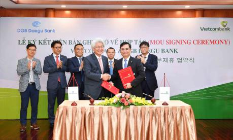 Vietcombank và ngân hàng DGB Daegu Bank ký kết Biên bản ghi nhớ về hợp tác
