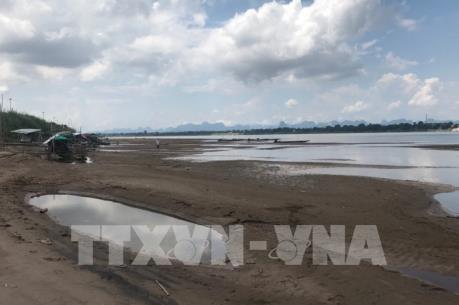 Mực nước sông Mekong xuống mức thấp nhất gần 100 năm qua
