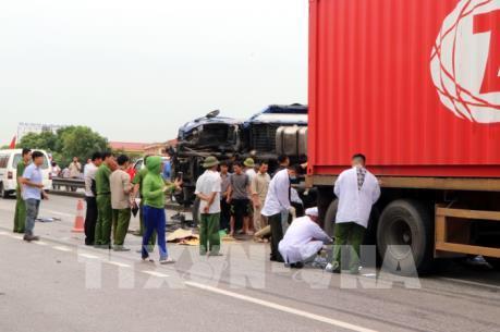 Liên tiếp 3 vụ tai nạn trên quốc lộ 5 làm 9 người thương vong