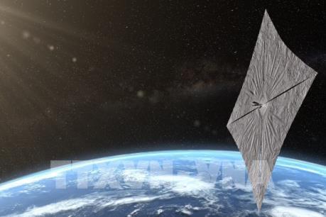 Tàu vũ trụ chạy bằng năng lượng Mặt Trời bay quanh Trái Đất