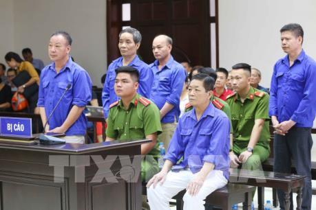 """Hưng """"kính"""" hầu tòa vì vụ cưỡng đoạt tài sản tại chợ Long Biên"""