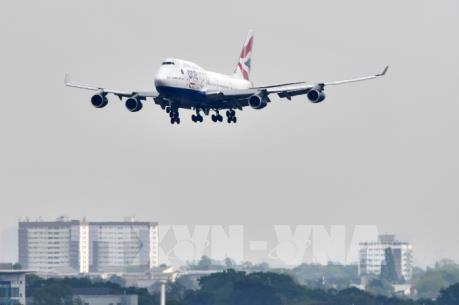Hoạt động hàng không tại hai sân bay lớn nhất nước Anh bị đình trệ