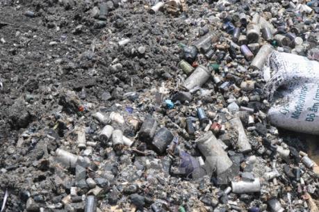 Khó khăn khi xử lý tình trạng đổ trộm rác thải công nghiệp