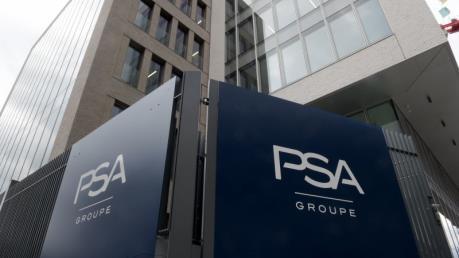 Hãng ô tô PSA dọa đóng cửa nhà máy tại Anh