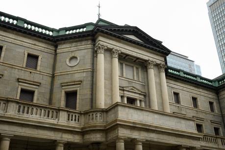 BoJ hạ dự báo tăng trưởng nhưng giữ nguyên chính sách tiền tệ siêu lỏng