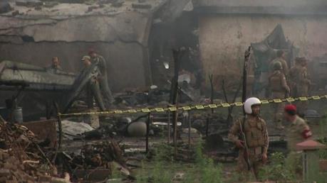 Rơi máy bay quân sự tại Pakistan: Ít nhất 17 người thiệt mạng