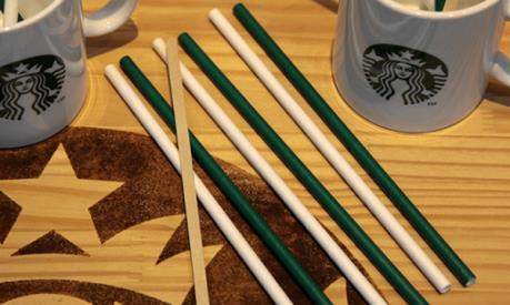 Starbucks tuyên chiến với rác thải nhựa