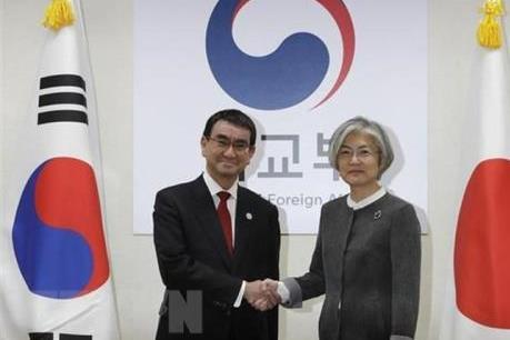 Ngoại trưởng Nhật Bản và Hàn Quốc hội đàm giữa lúc gia tăng tranh cãi ngoại giao
