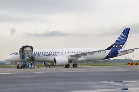Airbus bay trình diễn máy bay cỡ nhỏ A220-300 tại Việt Nam