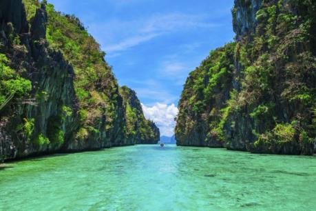 """""""Thiên đường biển xanh ngọc bích"""" vẫn mở cửa đón khách du lịch"""