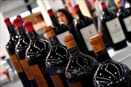 UAE: Abu Dhabi nới lỏng quy định mua và tiêu thụ đồ uống có cồn