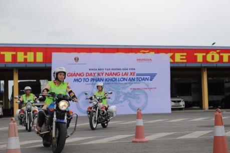 Honda tập huấn lái xe an toàn cho cảnh sát giao thông 13 tỉnh thành